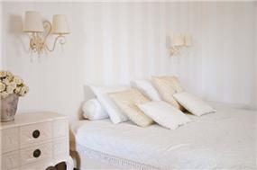 מבט אל חדר שינה פרובנסי קלאסי - בעיצוב ליהי שמאי