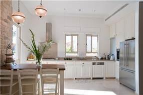 מבט אל מטבח בסגנון פרובאנס בעיצוב ליהי שמאי