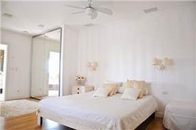 מבט אל חדר שינה פרובנס קלאסי - בעיצוב ליהי שמאי