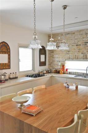 מבט אל מטבח בסגנון מודרני בשילוב בריקים - בעיצוב ליהי