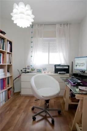 מבט אל חדר עבודה - בעיצוב ליהי שמאי