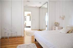 מבט אל חדר שינה פרובנס קלאסי - עיצוב ליהי שמאי