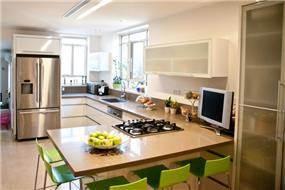 מבט אל מטבח בעיצוב ליהי שמאי