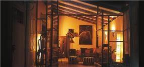 סלון בסגנון כפרי ביתי חם - אורנה גבעון, אדריכלות ועיצוב פנים