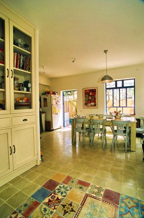פינת אוכל ומטבח בצבעים חמים - אורלי ערן, אדריכלות ועיצוב פנים