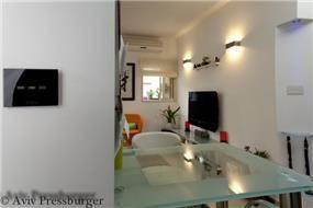מבט מפינת האוכל אל הסלון, Gilad Interior Design