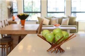 מבט אל הסלון ופינת האוכל, בעיצוב Gilad Interior Design
