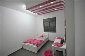 חדר נוער במיני פנטהאוז בעיצובה של חלימה שעיב