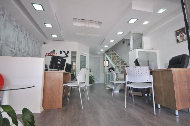 חדר עבודה במשרד תיווך, בעיצובה של חלימה שעיב