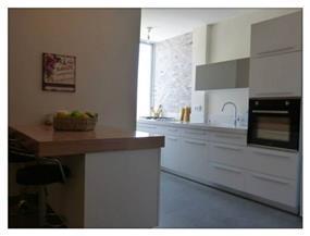 מטבח בדירה ששופצה, בעיצוב מירב שלום