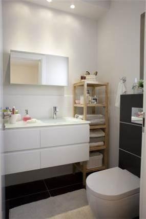 חדר אמבטיה פונקציונאלי ונקי בעיצוב מירב שלום