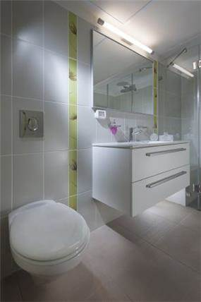חדר אמבטיה בעיצובה של ליאת הראל