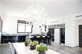מבט אל המטבח בהוד השרון-עיצוב ליאת הראל