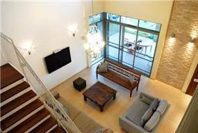 מבט מלמעלה אל הסלון -עיצוב ליאת הראל