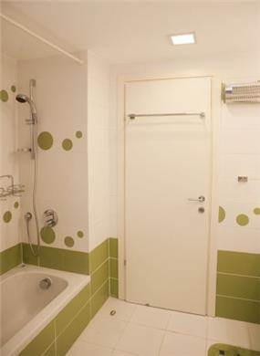 חדר אמבטיה בבת ים בעיצוב ליאת הראל