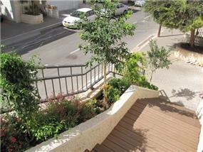הגינה מתחילה כבר מהכניסה לבית -בעיצוב רויטל לוריא