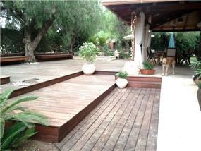 דק בגינה בעיצוב רויטל לוריא