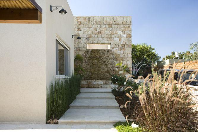 כניסה לבית בעיצוב רויטל לוריא