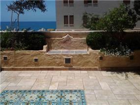 מרפסת עם נוף לים ביפו, בעיצוב גינות פרובנס