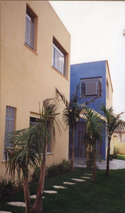 חזית בית דו קומתי - יעל עודד, תכנון אדריכלי ועיצוב פנים