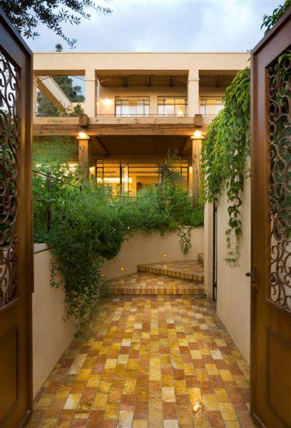 "חזית בית, ת""א - Architecture and Design - נטע דוידי אדריכלים צילום: יונתן בלום"