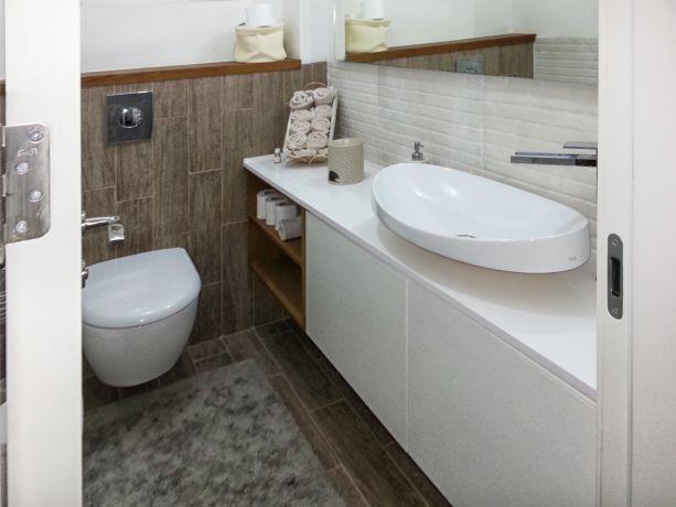 חדר רחצה בשילוב עץ בעיצוב or-tal עיצוב ותכנון פנים