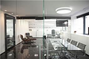 משרד ברמת אביב בעיצובו של אמיר שלח