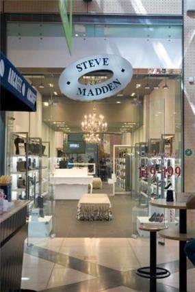 חנות STEVE MADDEN קניון שבעת הכוכבים בעיצובו של אמיר שלח