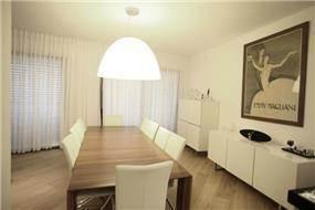 פינת אוכל בדירת פנטהאוס בגוש הגדול, בעיצוב אמיר שלח
