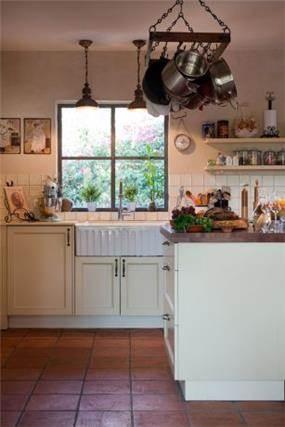 מטבח בבית כפרי בעיצוב דנה שבדרון מעצבת פנים