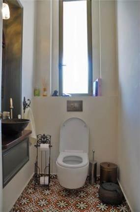 חדר שירותים בבית בכפר, בעיצוב דנה שבדרון מעצבת פנים