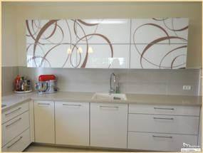 עיצוב מטבח מודרני בשילוב קלפות זכוכית, סטודיו מורפוז