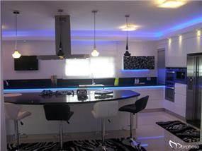 מטבח בשחור לבן, בעיצוב סטודיו מורפוז