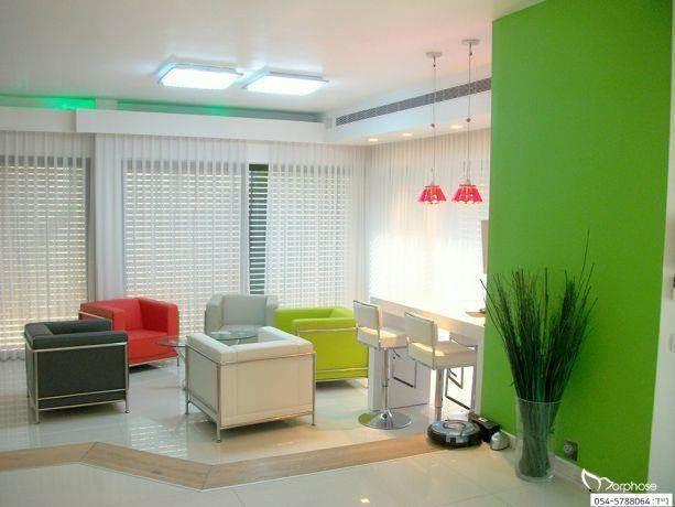 עיצוב חלל סלון מודרני בצבעים, סטודיו מורפוז