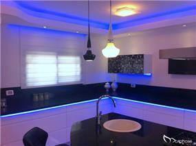 עיצוב מטבח מודרני בשילוב תאורת לדים, סטודיו מורפוז