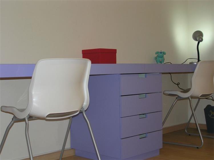 שולחן כתיבה - עתליה לוי