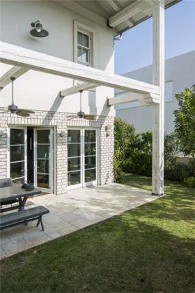פרגולה בחצר אחורית - לב אדריכלות