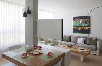 עיצוב פינת אוכל וסלון בסגנון מודרני מינימליסטי, בפנטהאוז בגבעתיים - אטלס+ דרור- סטודיו לאדריכלות ועיצוב