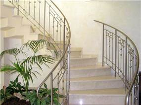 חלל מדרגות מעוגל - רוית יריב ארכיטקטורה