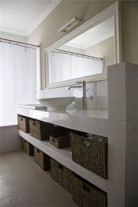 חדר אמבטיה כפרי, Bella Raskin
