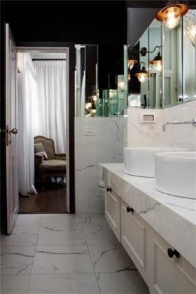 חדר אמבטיה, Bella Raskin