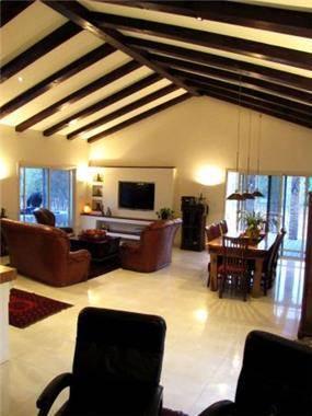 מבט לסלון, מירי גור אדריכלות ועיצוב פנים.
