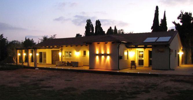 חזית בית מוארת, מירי גור אדריכלות ועיצוב פנים