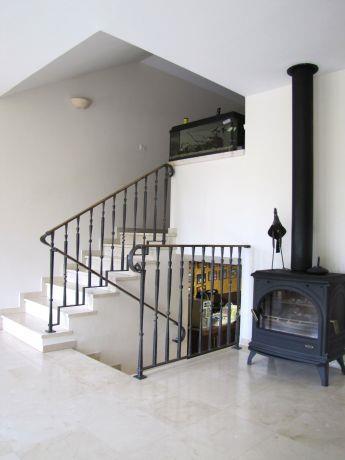 בית במושב חגור, מבט לגרם מדרגות.