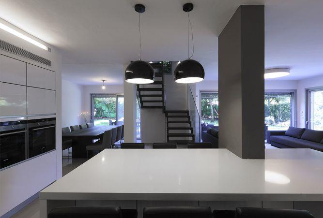 מבט מהמטבח למדרגות, טלי מאיר פיק
