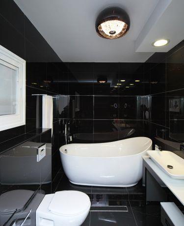 חדר רחצה הורים אמבטיה מונחת על במה, טלי מאיר פיק