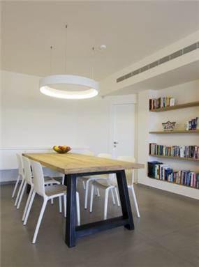מבט אל פינת האוכל והספרייה, טלי מאיר פיק