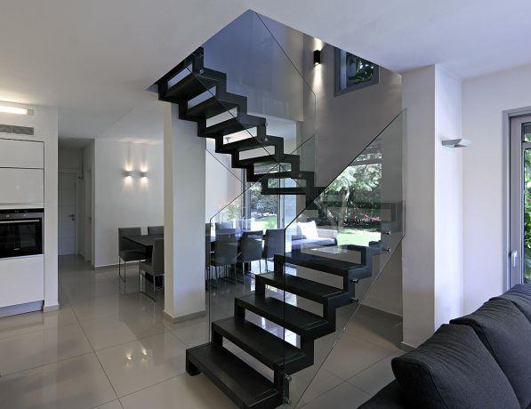 מדרגות מרחפות, טלי מאיר פיק