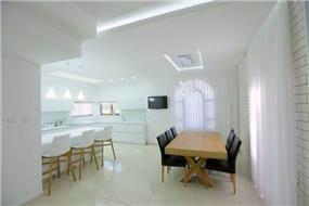 בית מודרני בלבן