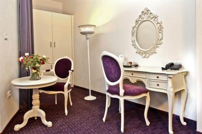 חדר דה לקס, Inside Desugn